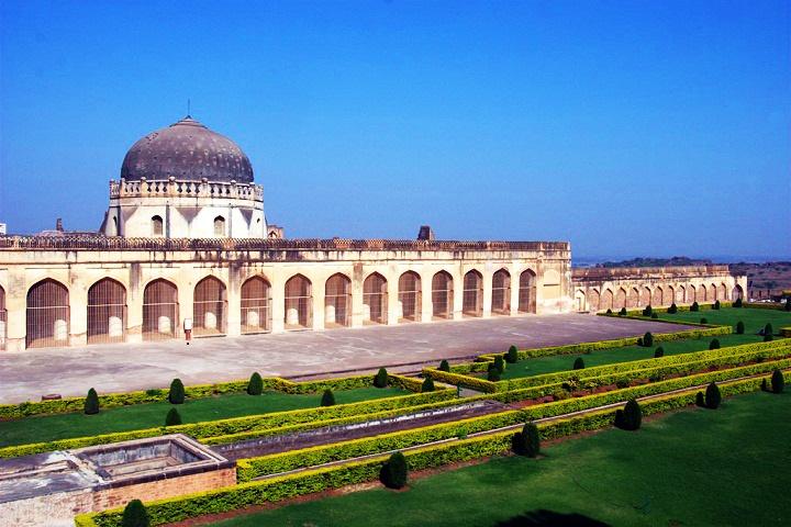 Solah Khambha Masjid