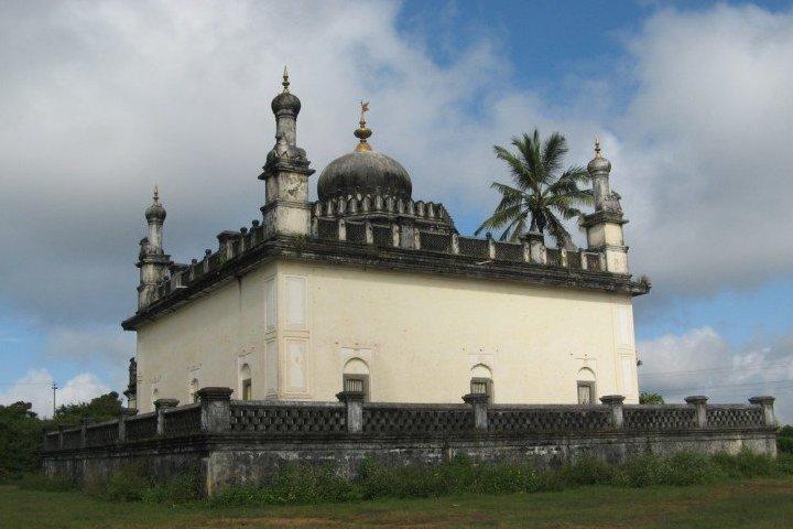 Raja's Tomb ( Gadhige)