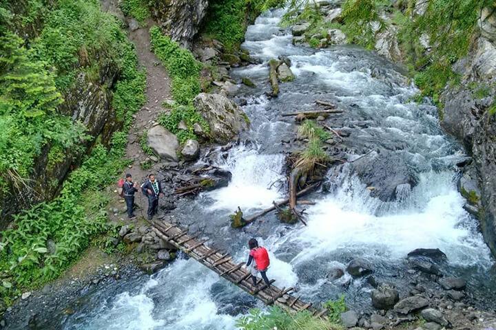 KheerGanga Waterfall / Trek